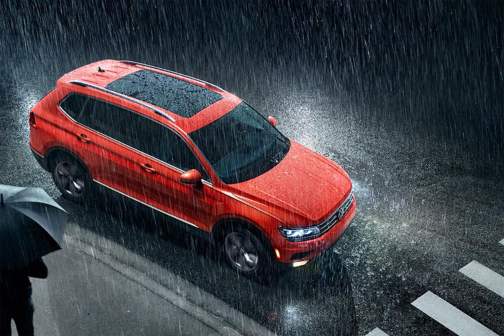 2019 Volkswagen Tiguan SEL Premium in the rain