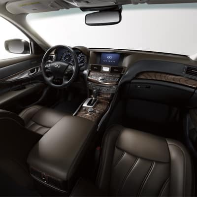 2017 INFINITI Q70L Interior
