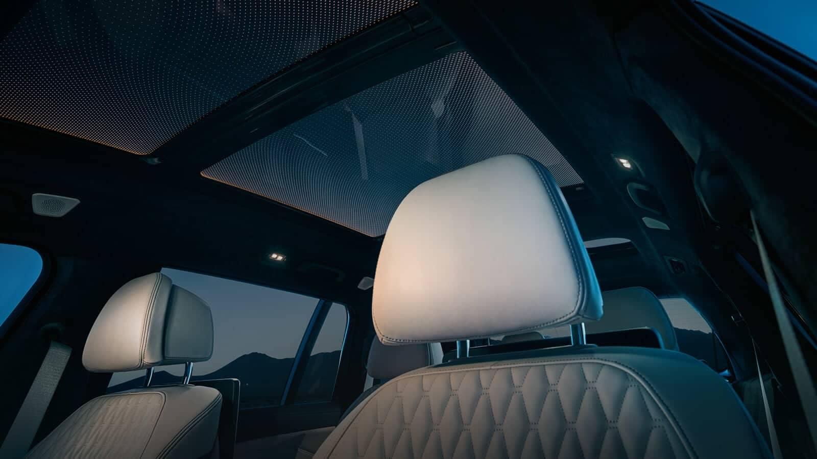 2019 BMW X7 panoramic sky lounge
