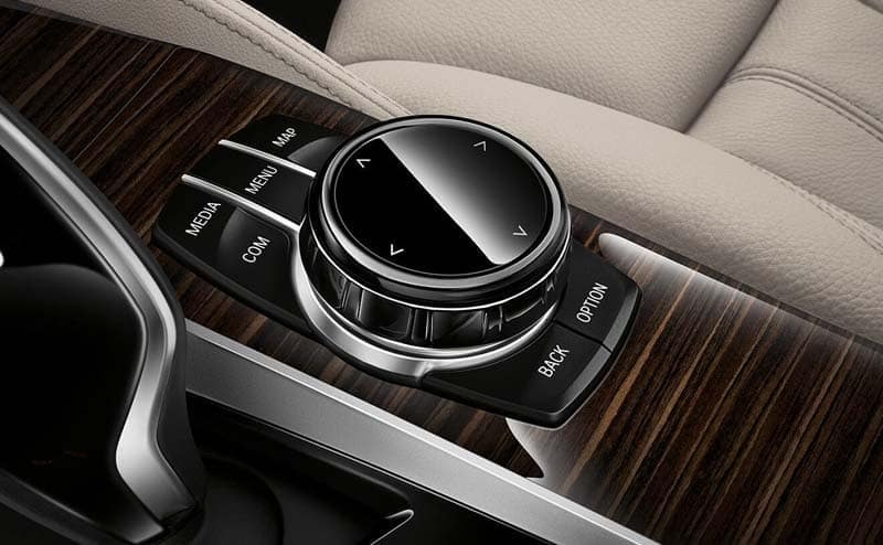 2019 BMW 5 Series interior features