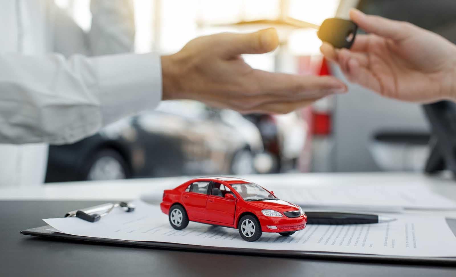 guest handing key to dealer