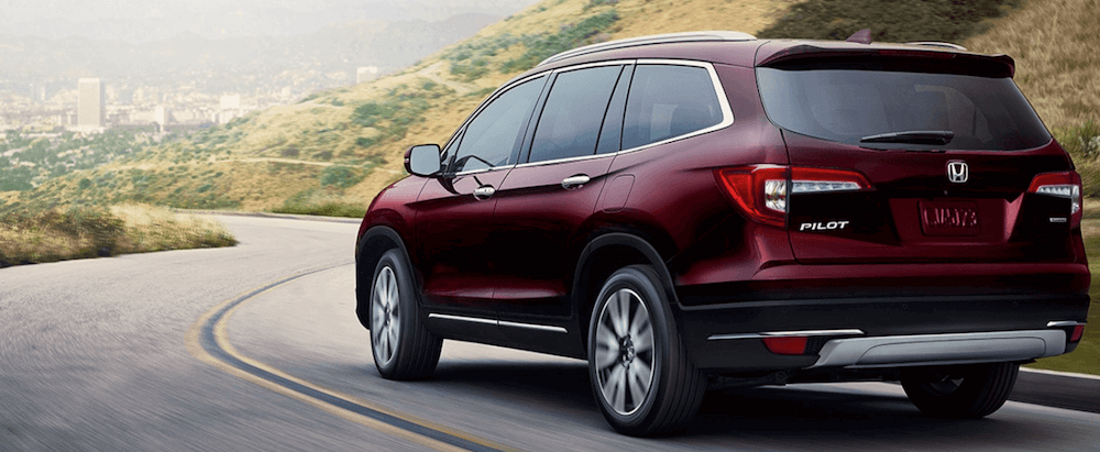 2020 honda pilot driving on mountain road (1)