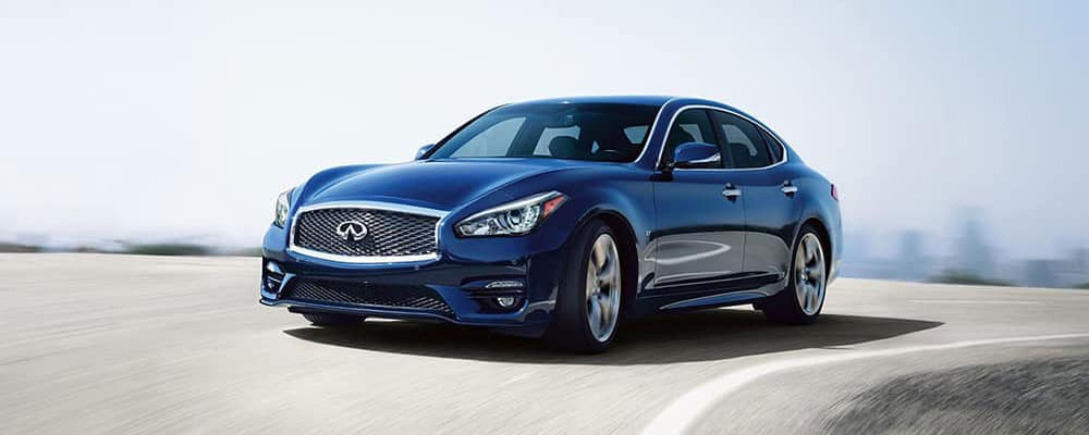 2018 INFINITI Q70 Driving Outdoors