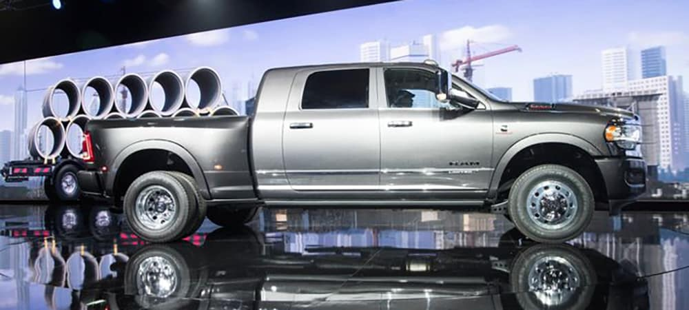 Ram 3500 Hd Pickup Debuts With 1 000 Lb Ft Of Torque
