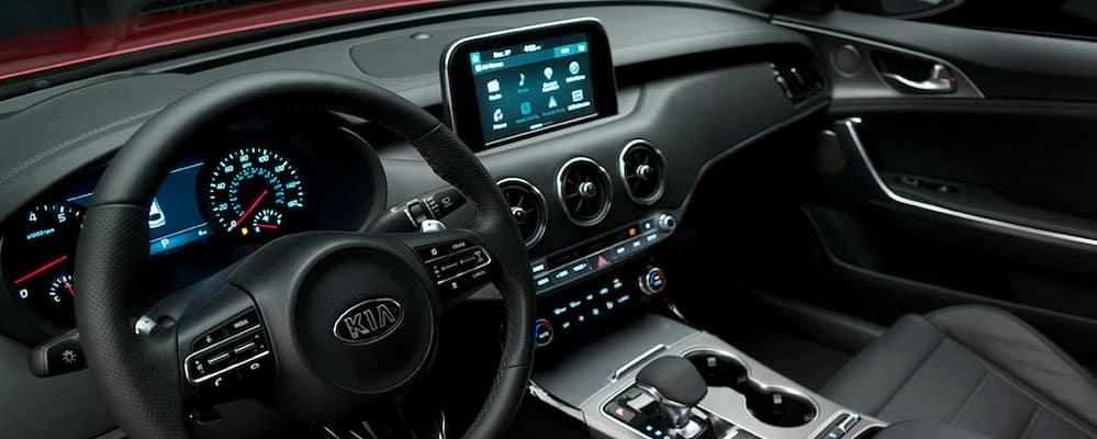 2018 stinger dash and front interior