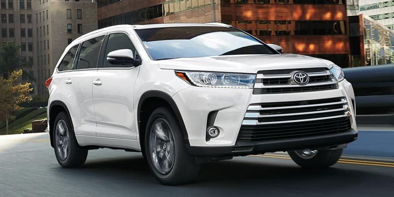 New 2019 Toyota Highlander LE FWD