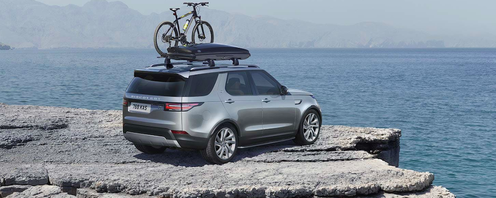 2019 land rover discovery on a cliff