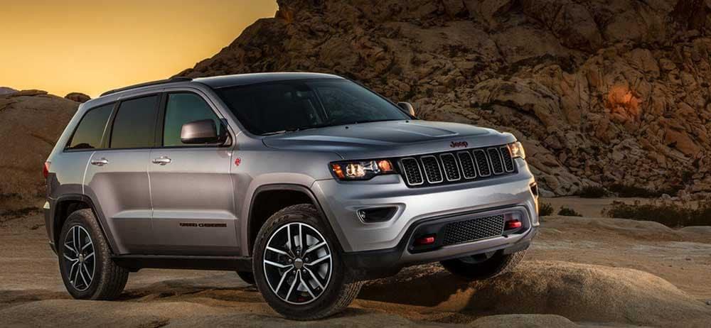 2019 Jeep Grand Cherokee Graniet Chrystal Metallic Clearcoat off road