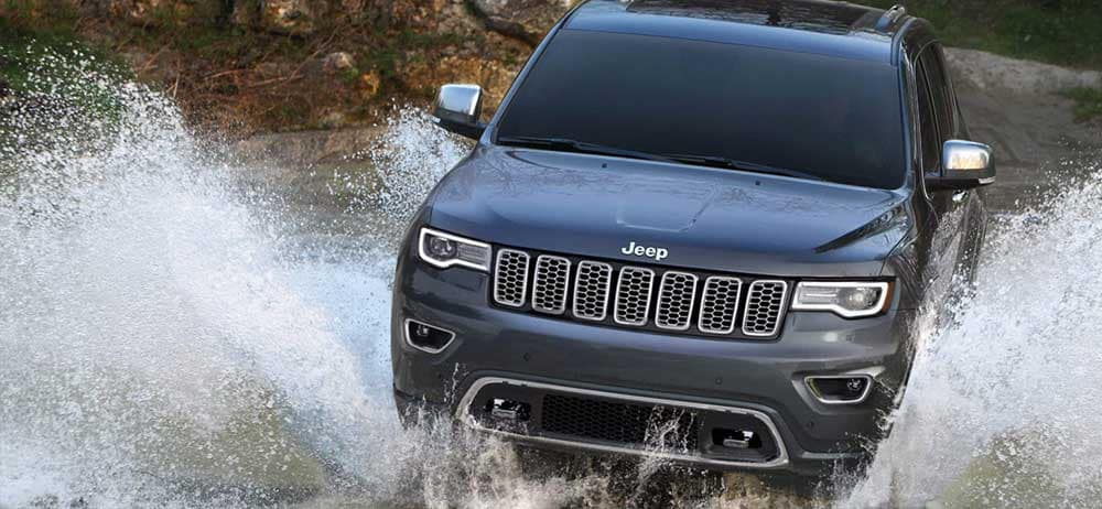 2019 Jeep Grand Cherokee off road black water fording