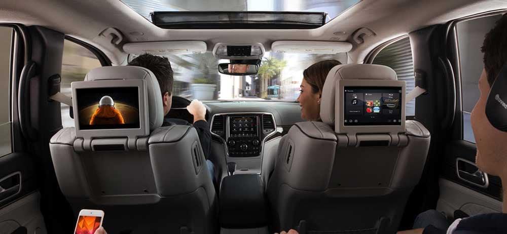 2019 Jeep Grand Cherokee interior technology