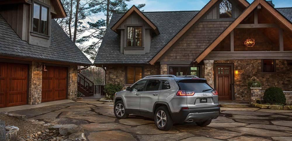 2019 Jeep Cherokee in driveway
