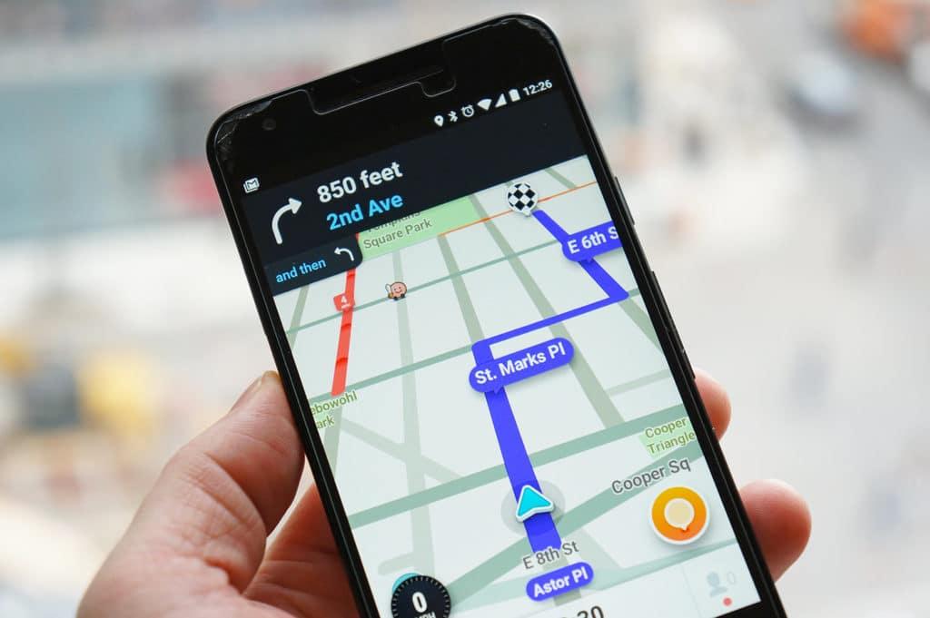 Waze Now Avaliable on Mercedes-Benz Apple CarPlay! | Mercedes-Benz