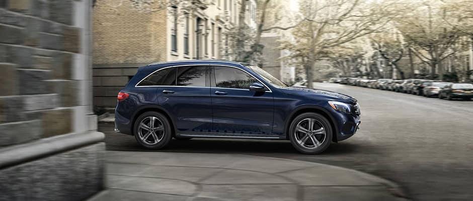 2019 Mercedes-Benz GLC going around corner
