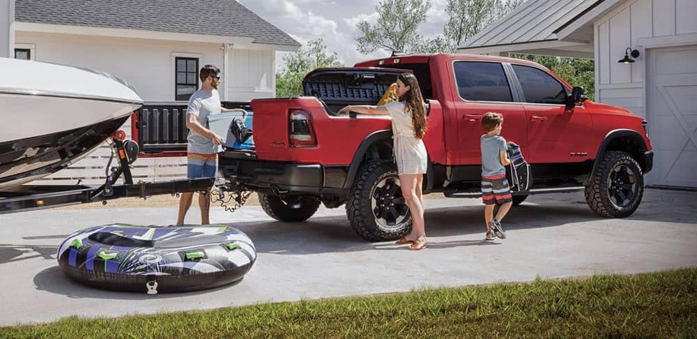 2020-Ram-1500-Rebel-multifunction-tailgate