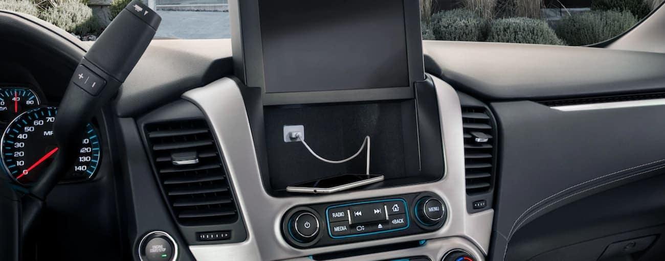 Black and silver interior and hidden console in 2019 GMC Yukon XL