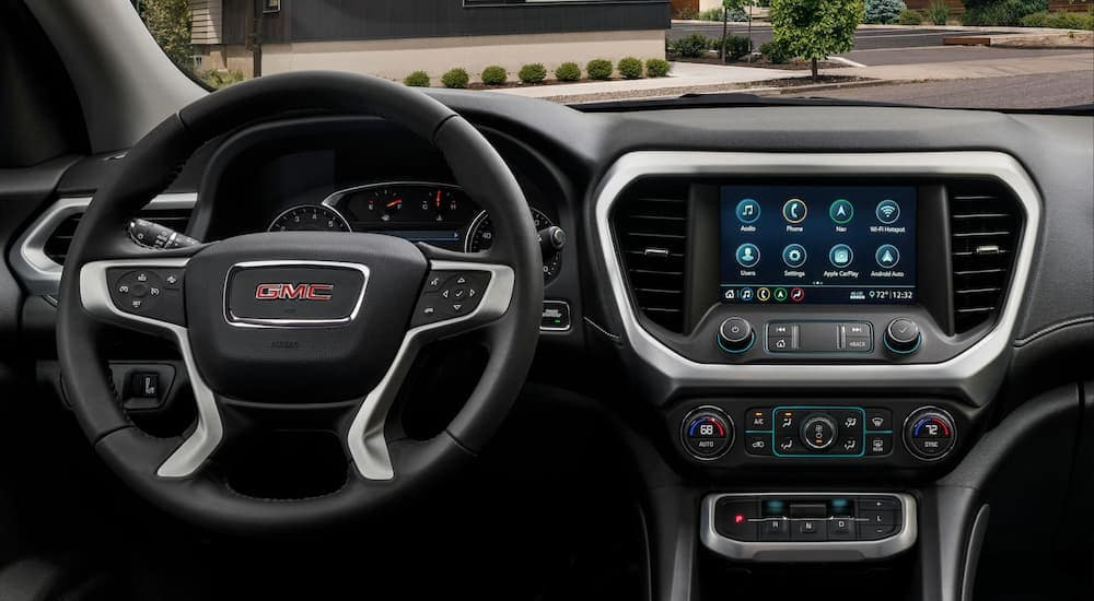 The black interior is shown on the 2020 GMC Acadia SLT.