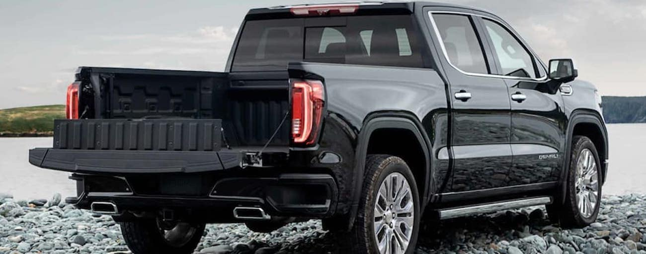The Multi-Function Tailgate is shown on a black 2021 GMC Sierra 1500.