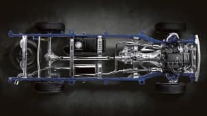 ALL-STEEL DOUBLE-WISHBONE FRONT SUSPENSION AND OVERSLUNG RIGID LEAF SPRING REAR SUSPENSION
