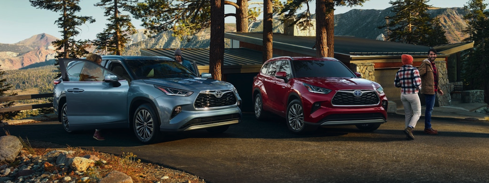 two different 2020 Toyota Highlander in blue and red