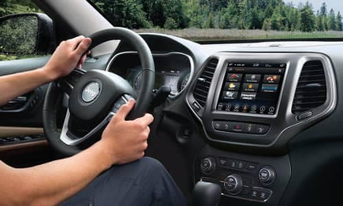 2019 Jeep Cherokee uconnect system and touchscreen